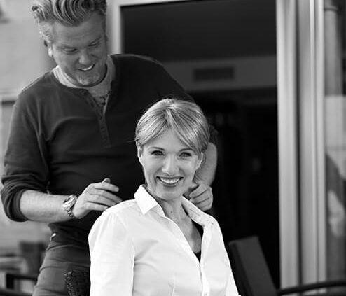 Über uns Headdress Linz Perückenshop, Peter Fuchs mit Moder Dr. Adelheid Stieger Headdress